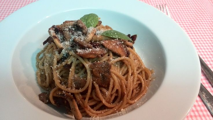 Spaguetty with mushrooms and sundried tomatoes