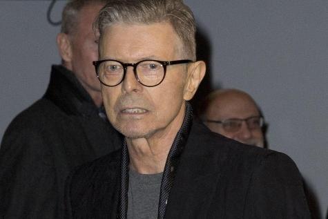 Les stars rendent hommage à David Bowie. - soirmag.be