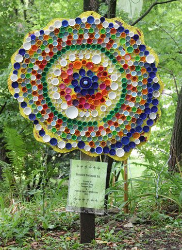 Garden art using bottlecaps - click for butterfly,caterpillar and more