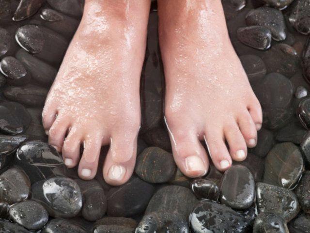 Ayaklarınızın size söylemeye çalıştığı 9 şeyBeyaz tırnaklar Tırnaklardaki beyaz renkli renk bozulmaları, bir sağlık sorununun olmazsa olmaz işareti değildir.