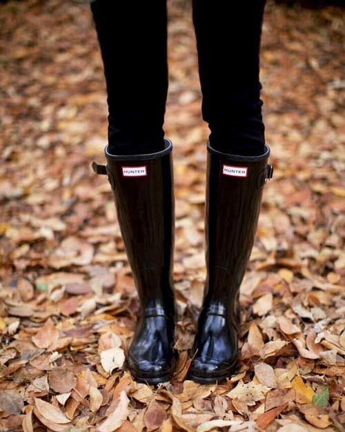 black-sleek-hunter-boots- How to rock the hunter rain boots http://www.justtrendygirls.com/how-to-rock-the-hunter-rain-boots/
