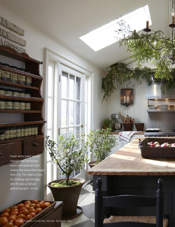 A lifestyle magazine rich in the details of Country House living – decorating, gardening, entertaining, and recipes.