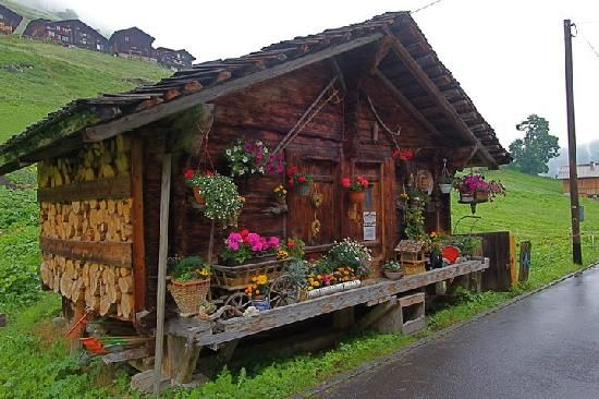 Gimmelwald, Switzerland: The village cheese hut. The cheese is incredible!!