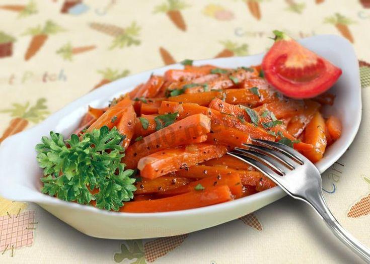 Морковь тушеная с луком