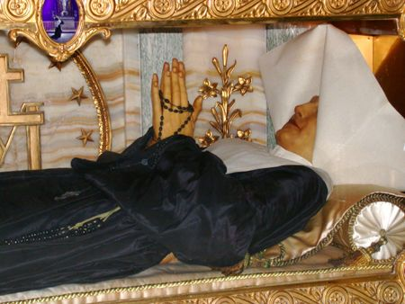 Chapel of Our Lady of the Miraculous Medal,140 Rue du Bac, 75007 Paris : body of St Catherine Laboure