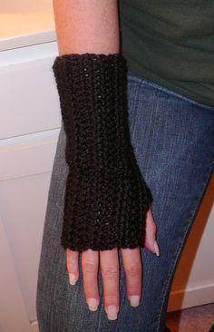 Super Easy To Make Fingerless Gloves: free crochet pattern