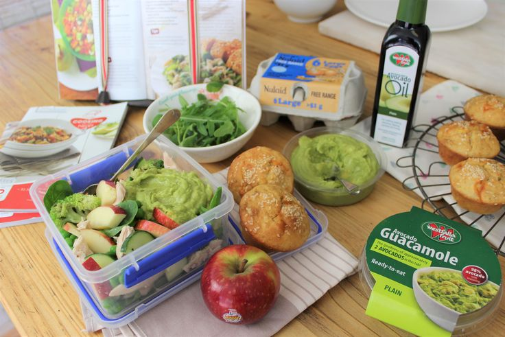 Kosblik  Chicken salad with guacamole and cheese and herb muffins