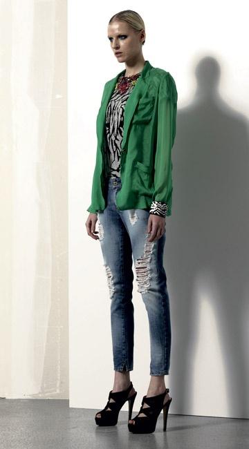 Look 01 . 555A Giacca / Jacket . 129 Maglia / Shirt . 4418J Jeans . 2202 Bracciale / Bracelet . 216P Scarpa / Shoes