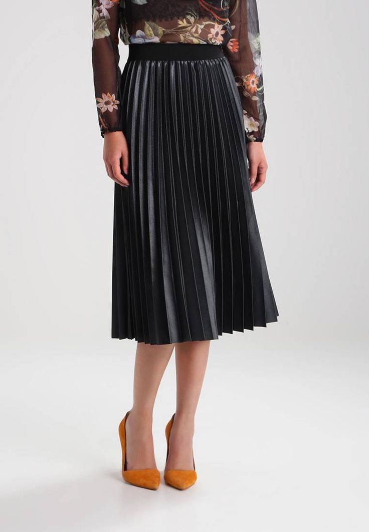 """ONLY. ONLANNA - Pleated skirt - jet set. Our model's height:Our model is 69.5 """" tall and is wearing size S. Fit:regular. Outer fabric material:100% polyester. Pattern:plain. Care instructions:do not tumble dry,machine wash at 30°C,A shrin..."""