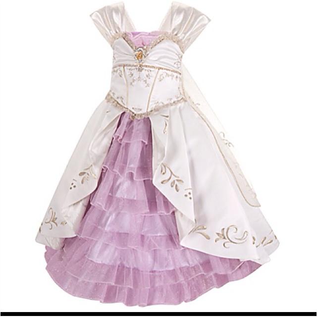 Tangled wedding dress up