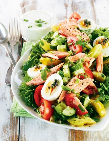 Savukalasalaatti ja yrttikastike - Salad with smoke salmon and herb dressing