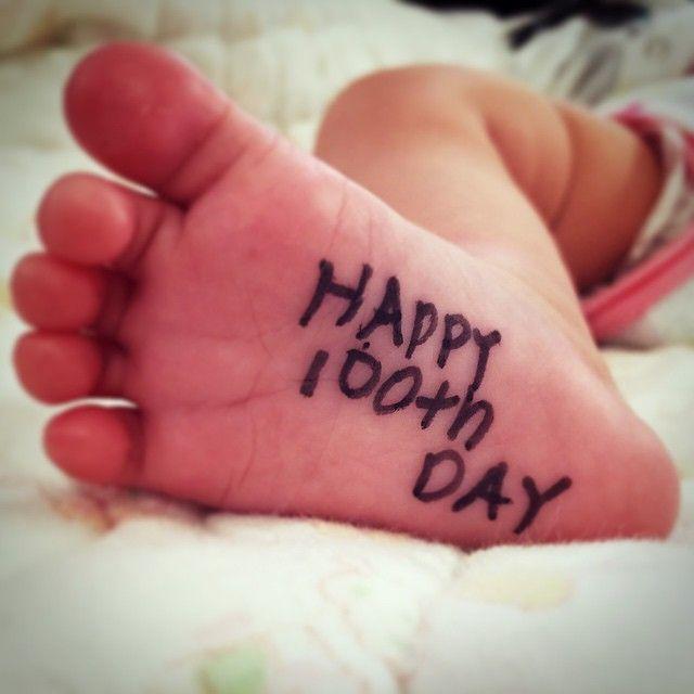 足の裏にメッセージ書いて記念に写真撮ってたら、、、 上の子に可哀想だから消すようにと怒られた #生後100日 #3歳の娘に怒られるアラフォー母 #子供ってすごい