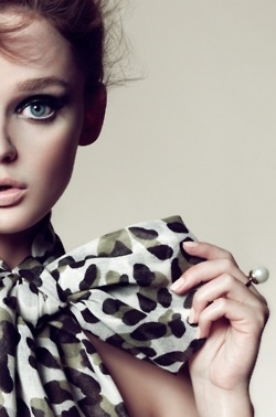 leopardBows Ties, Black And White, Makeup, Scarves, Leopards Prints, Animal Prints, Bows Scarf, Fashion Photography, Big Bows