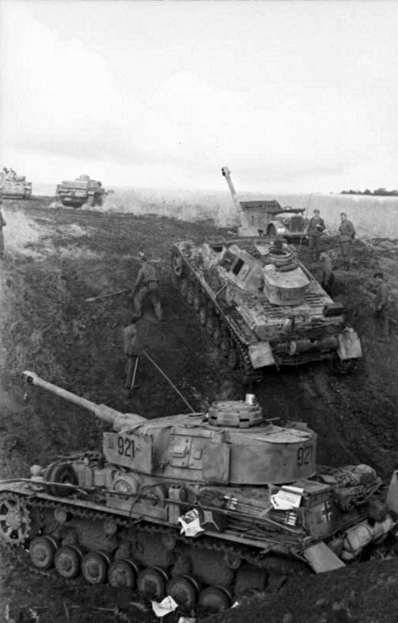 Late model Panzer IVs
