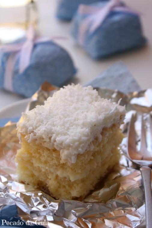 PECADO DA GULA: Bolo gelado embrulhado recheado com creme e abacaxi