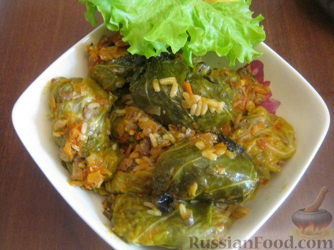 Фото приготовления рецепта: Голубцы из молодой капусты с грибами - шаг №10