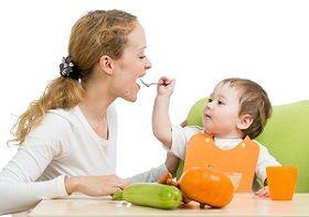 Pentru a promova şi induce copiilor o conduită nutriţionala corectă şi benefică, părinţii şi cei care au în grijă copii trebuie să... dea un bun exemplu, întrucât copiii privesc cu admiraţie şi imită modelele persoanelor semnificative din viaţa lor - părinţi, bunici.