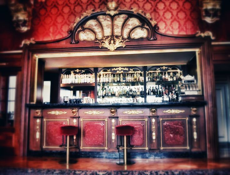 Old style luxury for the bar and ballroom. #stresa #italiansecrets
