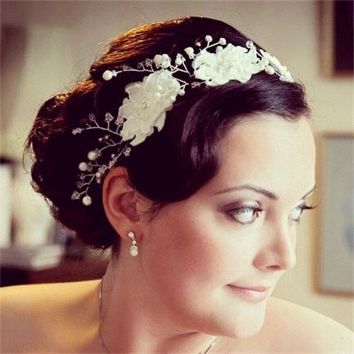 1920's bride: interpretation of a 1920's vintage hairstyle adopted for bridal hair.
