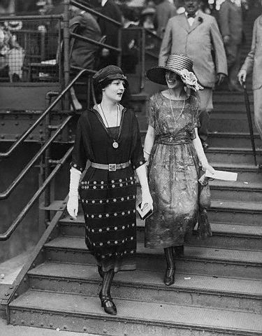 1920s Women At Horse Races Time Machine Photography Pinterest
