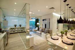 Salas de estilo moderno por Chris Silveira & Arquitetos Associados https://www.homify.com.mx/libros_de_ideas/1452898/5-departamentos-con-pocos-metros-cuadrados-que-te-van-a-encantar