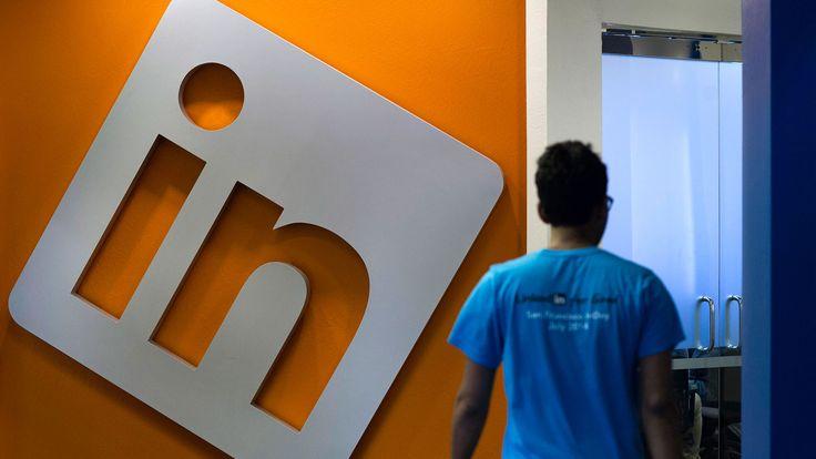 Photographer: Andrew Harrer/Bloomberg LinkedIn Shares Slip on Concerns Lynda Buy Masks a Slowdown