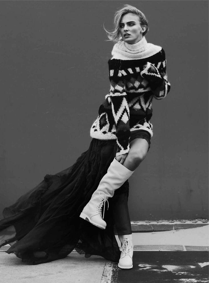 платье из шелкового шифона цвета королевский синий, Emilio Pucci; свитер…