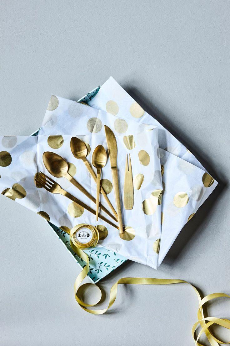 Des couverts dorés pour égayer la table de Noël