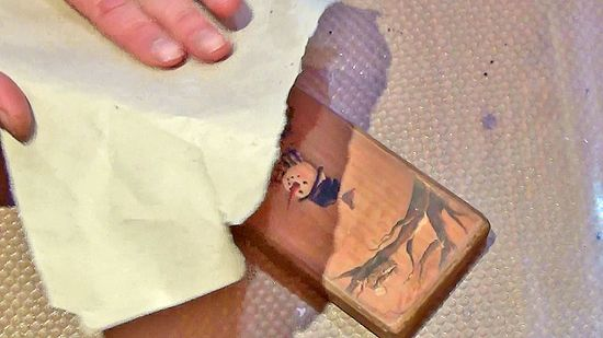 Оберточная бумага заменяет наждачную бумагу