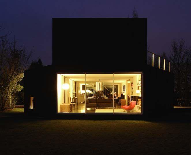 Sliding doors by night | Tudor | MINIMAL LINE | www.tudor-kozijnen.nl/