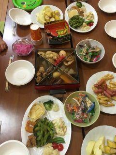 昨日行われた町内の忘年会 子供達のテーブルには小さな可愛いおでん鍋が 我が家にも欲しいなtags[福岡県]