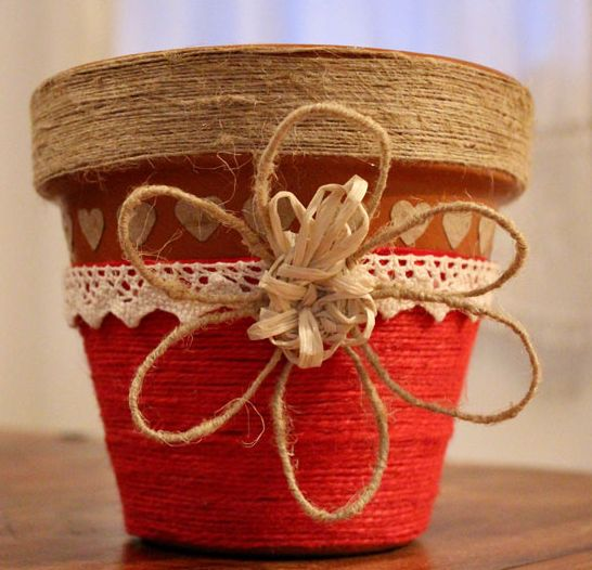 Come decorare i vasi di terracotta - how to decorate terracotta pots  http://www.lisoladeglidei.it/