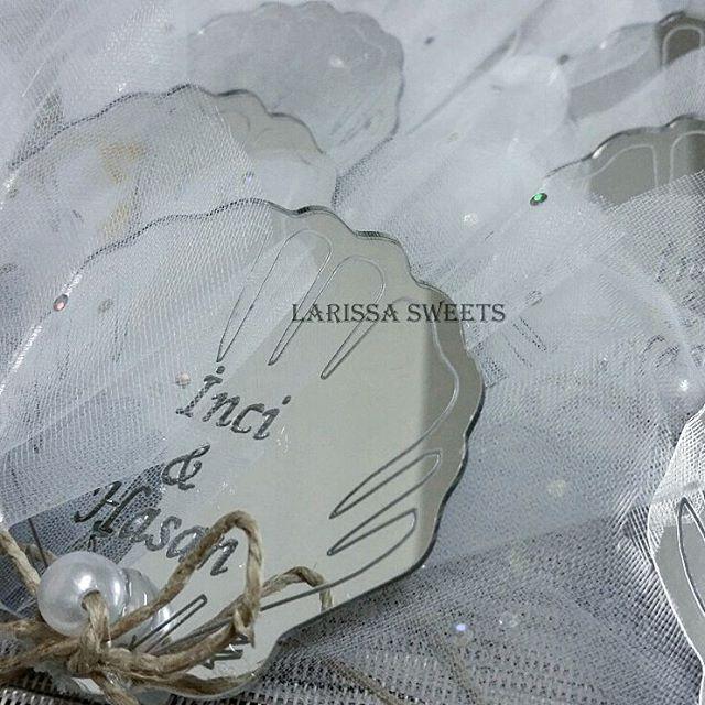 İnci & Hasan #spiegelbedankje #aynanikahsekeri #mirrorfavors #bedankje #bedankjes #nikahsekeri #weddingfavors #soz #nisan #engament #verloving #nikah #dugun #wedding #bruiloft #gelin #bride #bruid #party #feest #eglence #gepersonaliseerdkado #kisiselhediye #personilizedgift  #spiegel #ayna #mirror http://gelinshop.com/ipost/1523213196876455239/?code=BUjilUNAh1H
