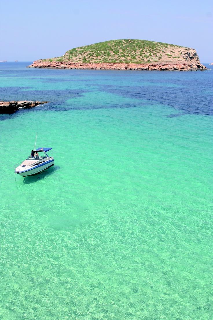 The Millionairess of Pennsylvania / karen cox.  Winter get away Vacation to Ibiza.  Ibiza playas de ensueño / Ibiza, dream beaches