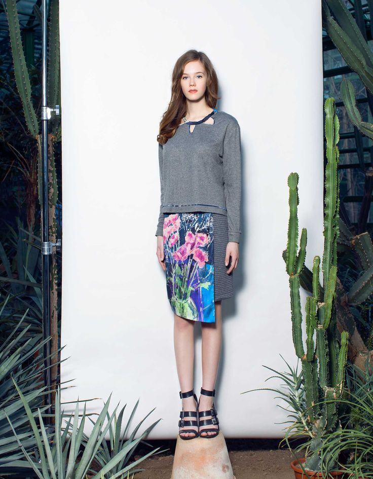 Canvas Spring Skirt and Cropped Sweatshirt | ARGO