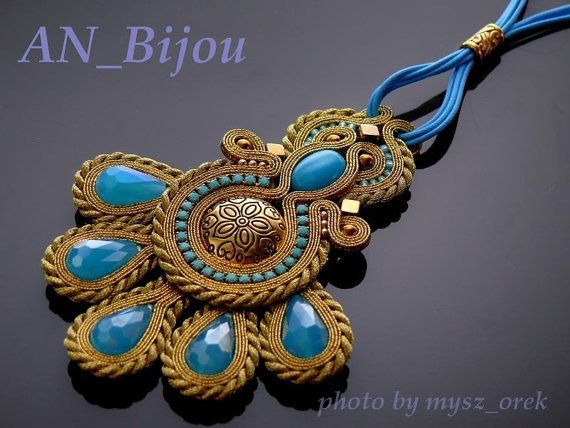 Etsy の Soutache necklace in the gold colour. by ANBijou