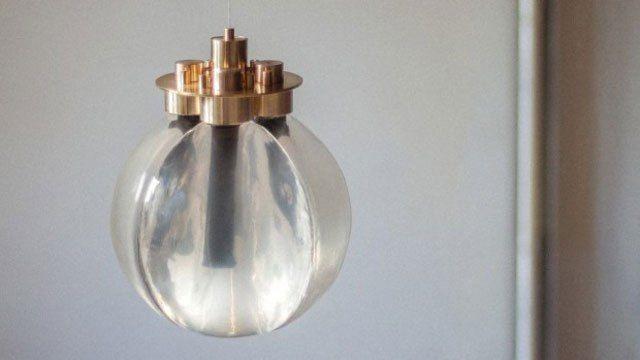 Die niederländische Designerin Teresa van Dongen stellte kürzlich ein faszinierendes Konzept einer stromlosen LED-Lampe vorgestellt. Im Inneren der Lampe befinden sich lebendige, elektrochemisch ak…