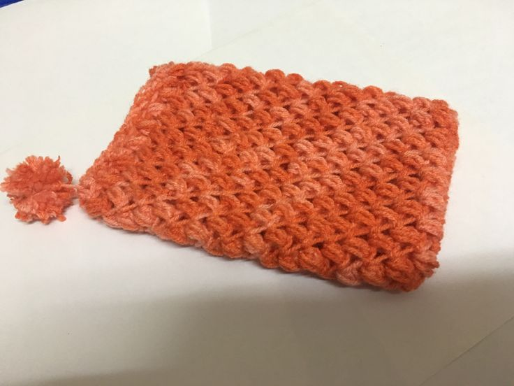 Simple puffed crochet mobile pouch with a tiny Pom Pom for your mobile. For sale.