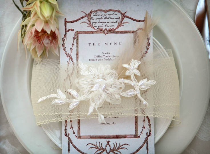 Beautiful table setting  Photography: Custo Photo  Stationery: Canvas Stationery Boutique