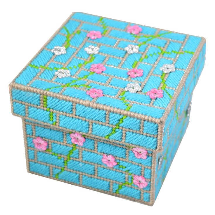 234 best plastic canvas spring images on pinterest for Plastic craft boxes with lids
