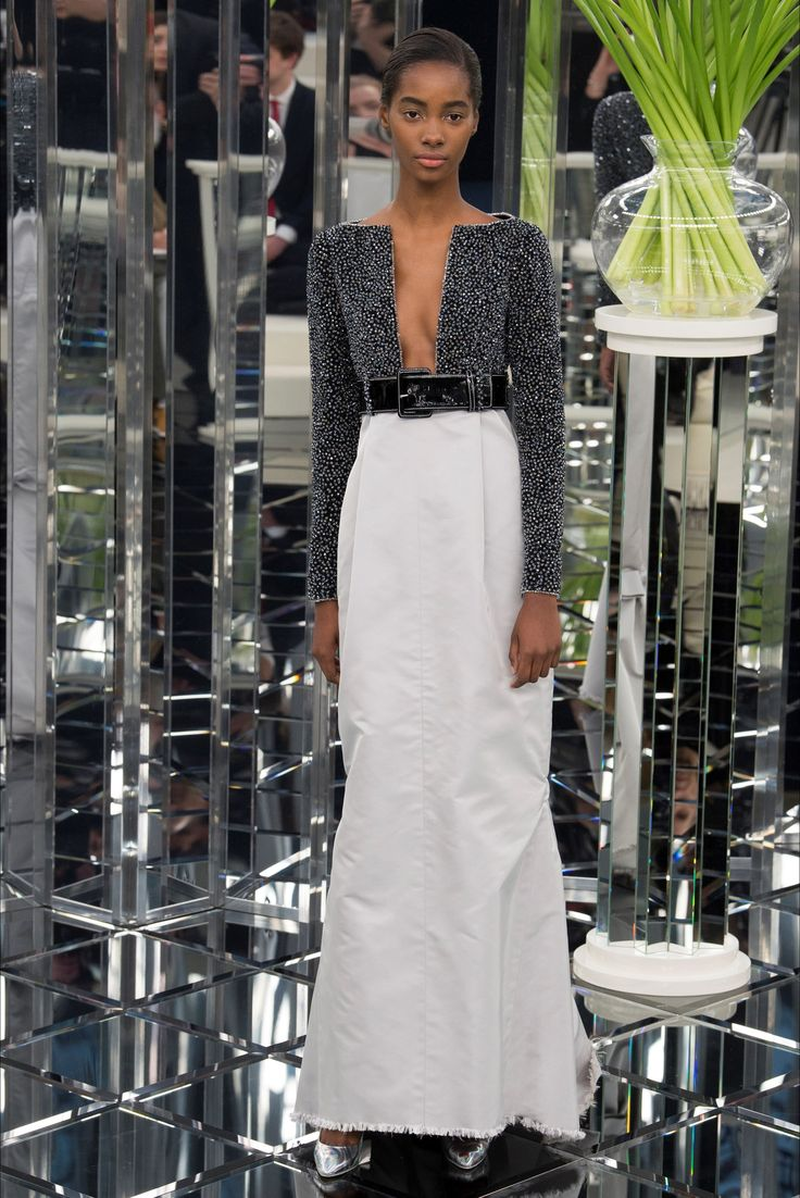 Sfilata Chanel Parigi - Alta Moda Primavera Estate 2017 - Vogue