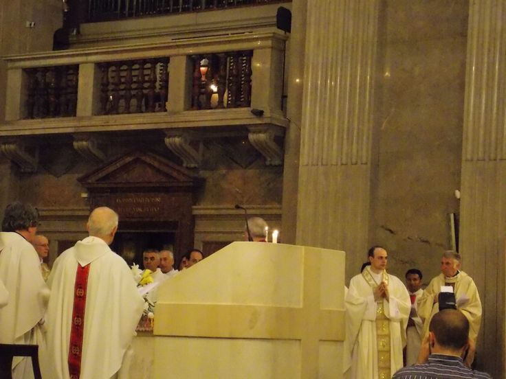 Un momento del rito dell'ordinazione sacerdotale di Don Emanuele