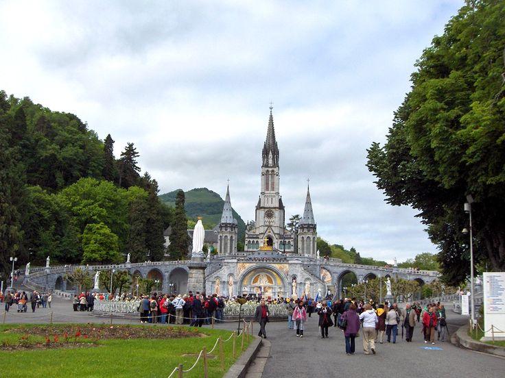 Cel mai vizitat loc de pelerinaj catolic din lume » Lourdes, puterea credinţei
