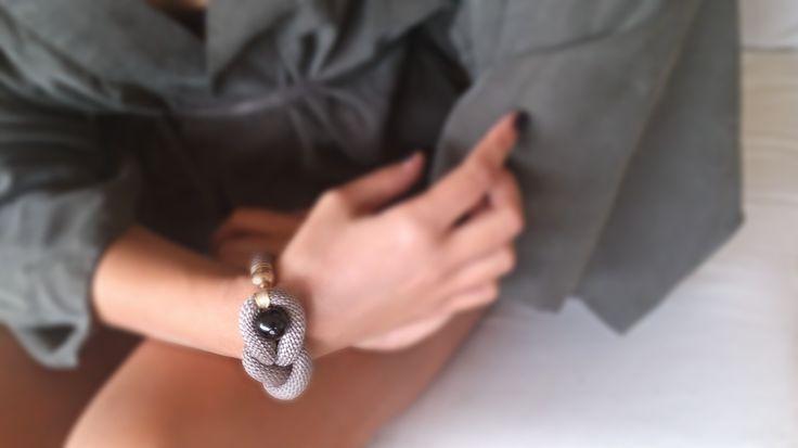 Χειροποιήτο κόσμημα από ορειβατικό κορδόνι https://www.facebook.com/Bizeli.jewelry