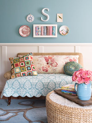 S.: Crafts Rooms, Sewing Nooks, Wall Color, Frames Fabrics, Wall Of Plates, Sewing Rooms, Guest Rooms, Families Rooms, Sit Area