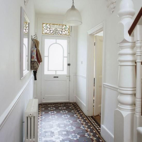 Operation make poorly lit, low ceilinged entry welcoming. :: Edwardian tile design and leadlight window