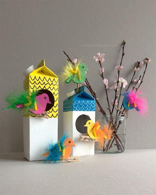 Der Frühling kommt bald und die bunten Papier-Vögel bauen sich ein Nest oder s…