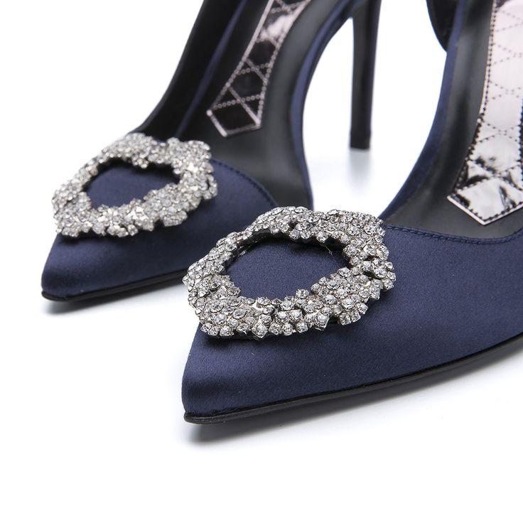  #Magrit  Raso con delicados broches  de cristal. Color azul. Calidad en diseño, materiales y fabricación. MAGRIT 100%#MadeinSpain. ------------------------------------------------------------------------------------ #Magrit  Satin with a delicate crystals brooch. Blue colour. Quality in design, materials and workmanship. MAGRIT 100% #MadeinSpain. LINK WEB: http://www.magrit.es/sparkle