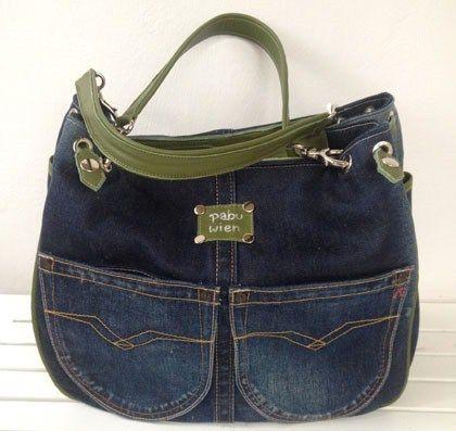 Muito bonitas as bolsas de jeans desta página, vale a pena conhecer! AQUI