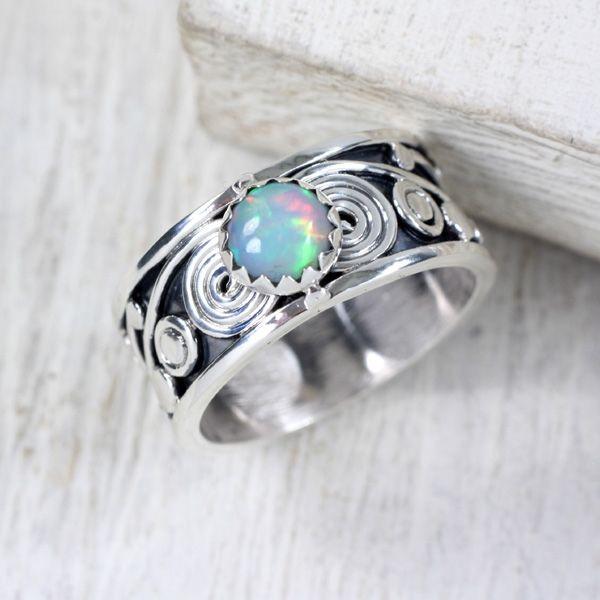 Opal w ornamentach - srebrny pierścionek z opalem / Marcela Krukowiecka / Biżuteria / Pierścionki
